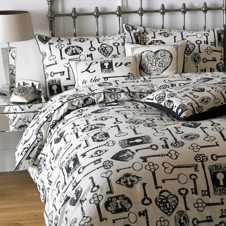 Camera da letto in stile  di The Country Cottage Shop