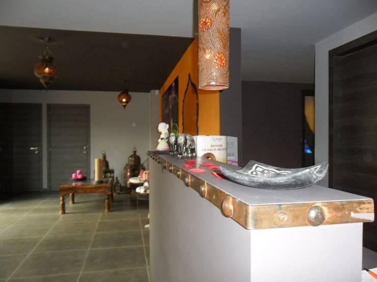 Aménagement d'un institut de beauté.: Espaces commerciaux de style  par SoDa créations pétillantes, Éclectique