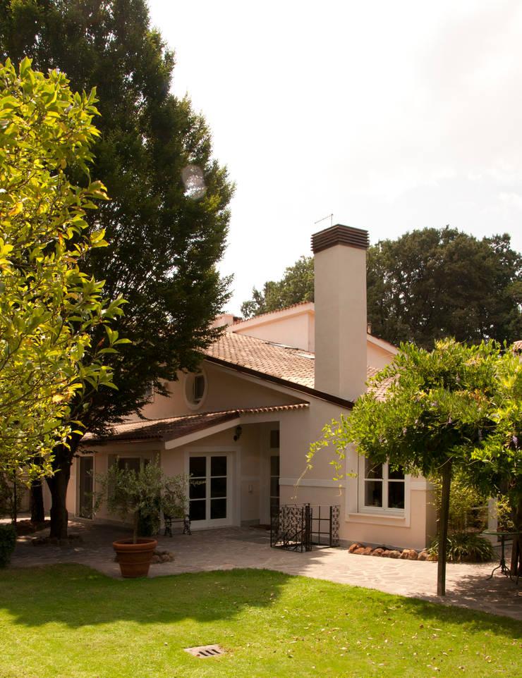 Villa Unifamiliare all'Olgiata: Case in stile  di LPA