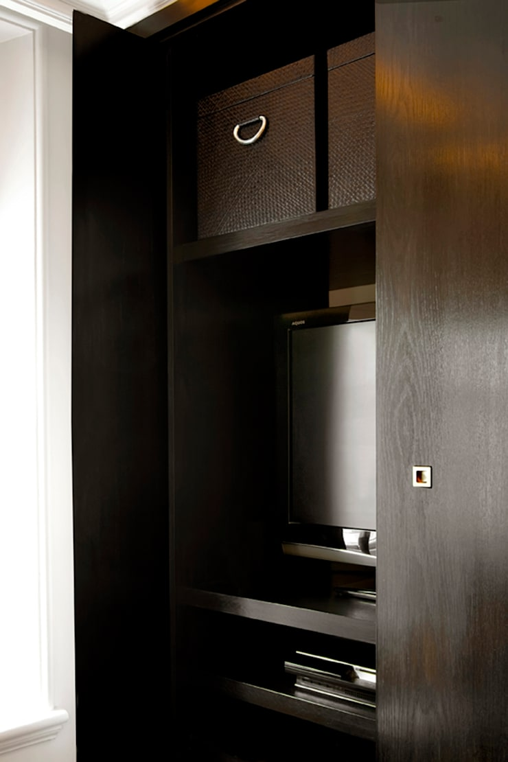 St James Apartment:  Living room by Eliska Design Associates Ltd.