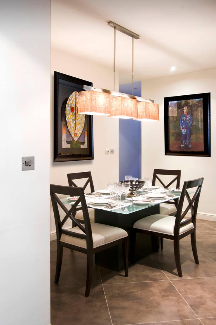 St James Apartment:  Dining room by Eliska Design Associates Ltd.