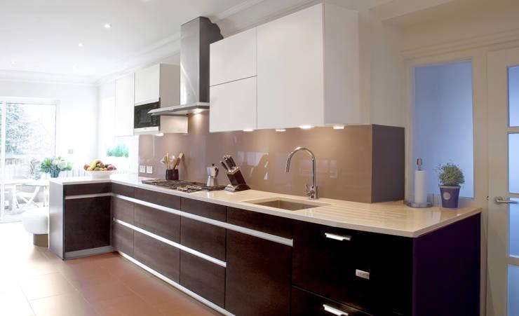 London Townhouse—Golders Green:  Kitchen by Eliska Design Associates Ltd.