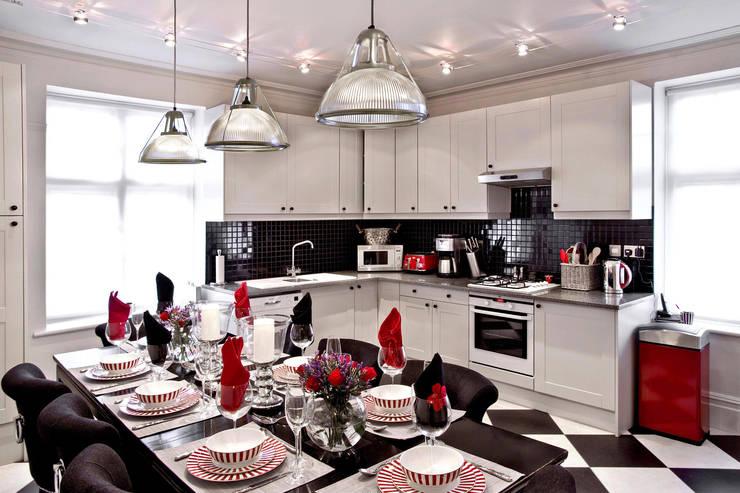 London Apartment—Hampstead:  Kitchen by Eliska Design Associates Ltd.