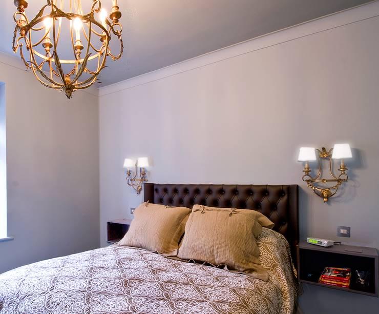 London Apartment—Hampstead:  Bedroom by Eliska Design Associates Ltd.