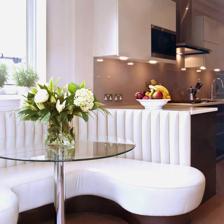 London Townhouse—Golders Green:  Terrace by Eliska Design Associates Ltd.