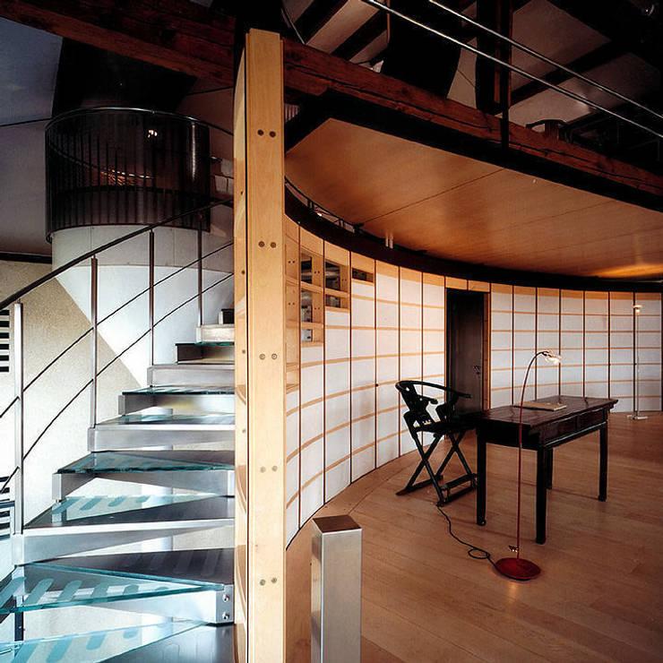 Arredamenti su misura realizzati da NIVA-line: Ingresso & Corridoio in stile  di Ni.va. Srl