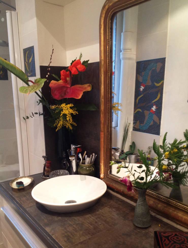 Rénovation petite salle de bain : Salle de bains de style  par Mosa de Luna