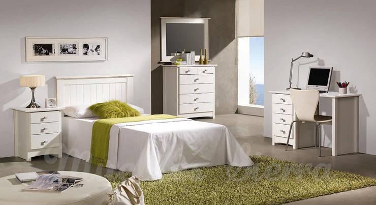 Dormitorio Juvenil:  de estilo  de Muebles Sierra