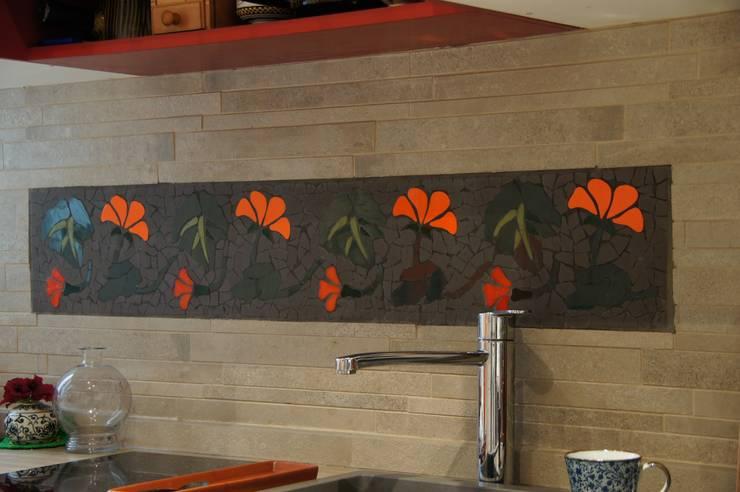 Frise en carrelage  mosaïque: Cuisine de style de style eclectique par Mosa de Luna