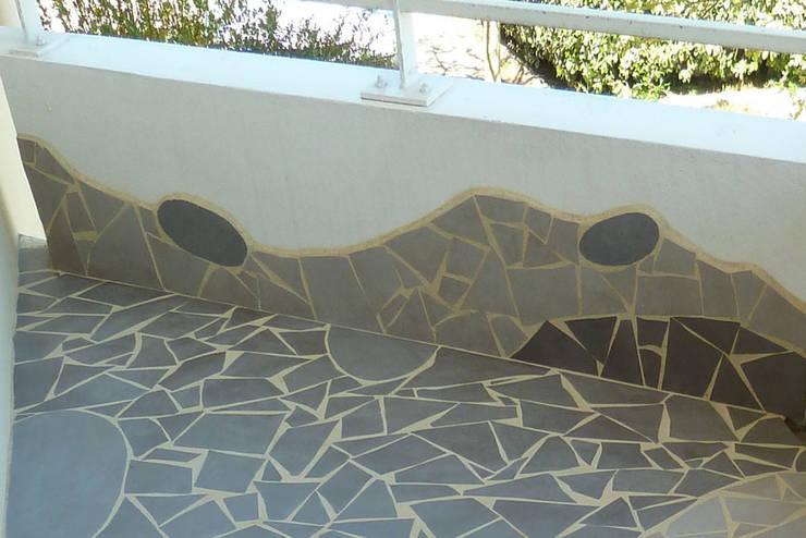 Rénovation d'un petit balcon: Terrasse de style  par Mosa de Luna