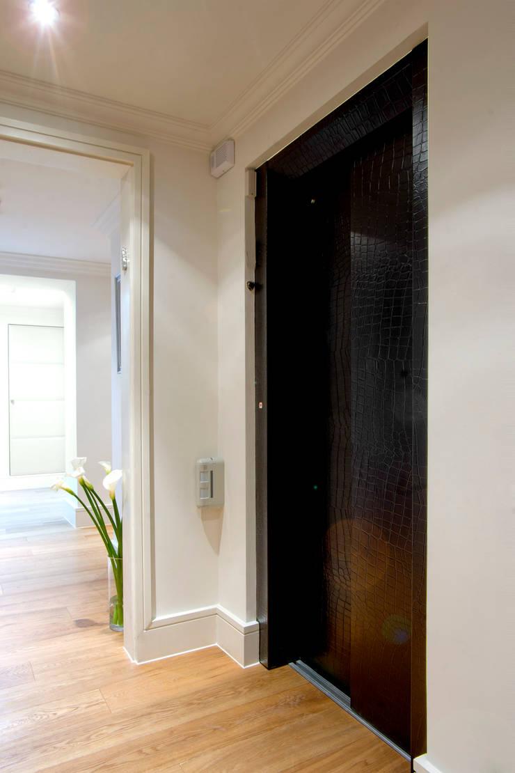 Craven Hill Gardens,  Apartment:  Corridor & hallway by Eliska Design Associates Ltd.