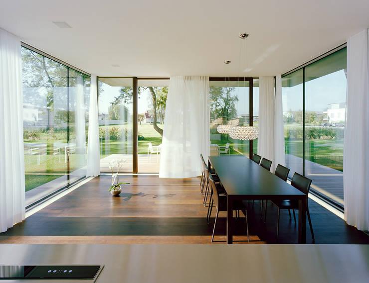Столовые комнаты в . Автор – Dietrich | Untertrifaller Architekten ZT GmbH