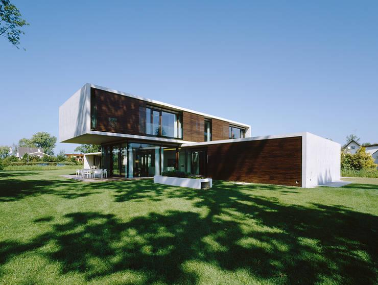 Case in stile  di Dietrich | Untertrifaller Architekten ZT GmbH