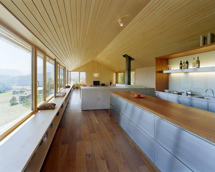 Haus K:  Küche von Dietrich | Untertrifaller Architekten ZT GmbH,