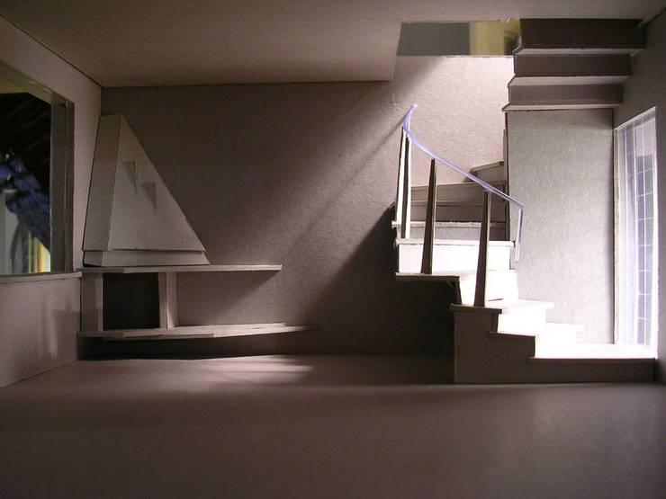 Lo Cascio 2006: Ingresso & Corridoio in stile  di Studio Romoli Architetti