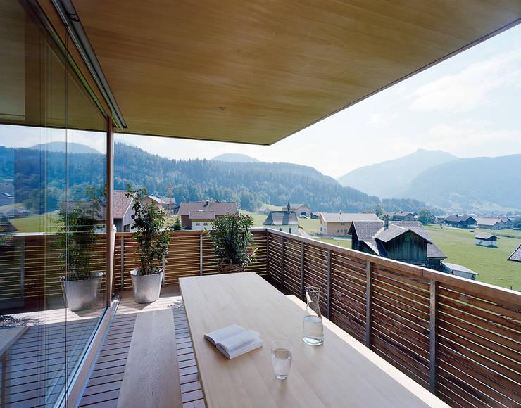 Terraços  por Dietrich | Untertrifaller Architekten ZT GmbH ,