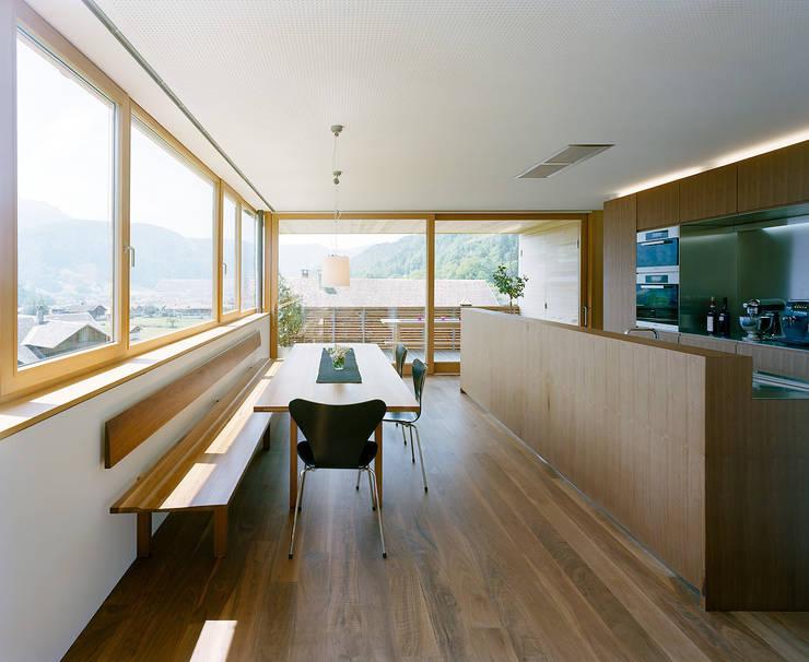 Cozinhas  por Dietrich | Untertrifaller Architekten ZT GmbH ,