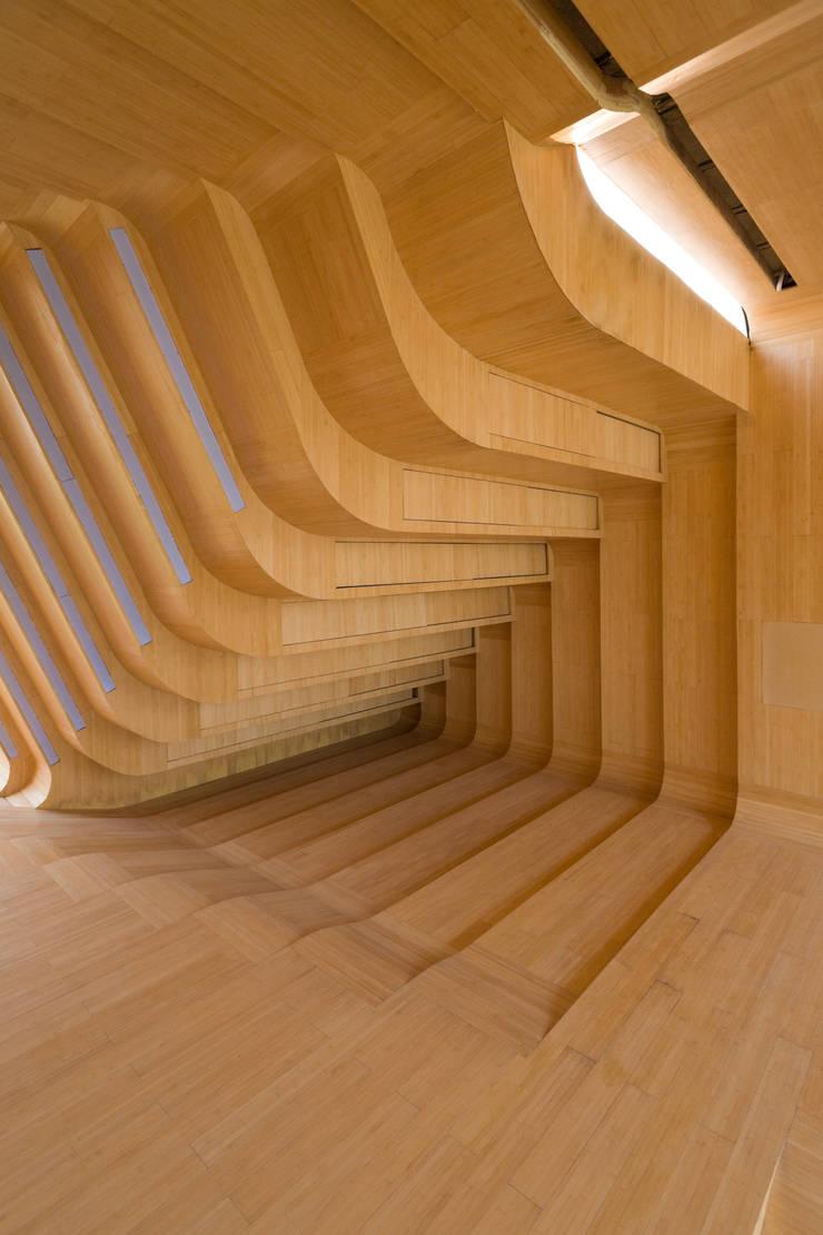 JINHUA ARCHITECTURE PARK MULTIMEDIA PAVILLON: modern  von KNOWSPACE,Modern