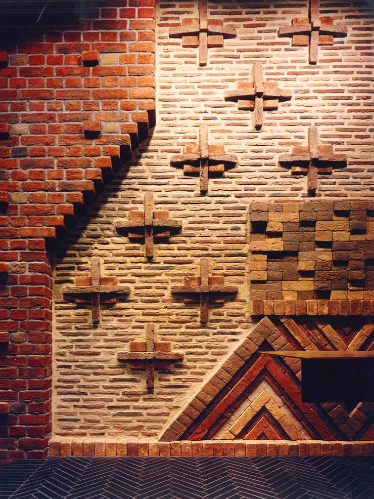 煉瓦との出会い: ユミラ建築設計室が手掛けた壁です。