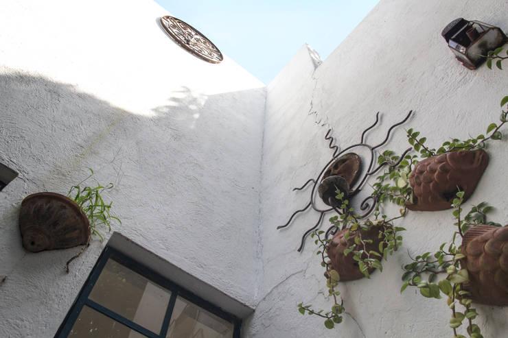 Infinito: Casas de estilo  por Mikkael Kreis Architects