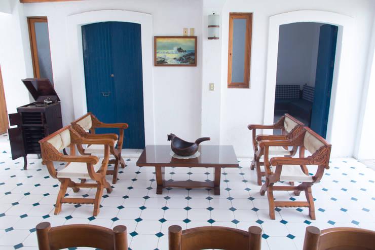 ห้องนั่งเล่น by Mikkael Kreis Architects
