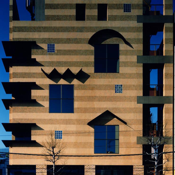 地層の表情: ユミラ建築設計室が手掛けた壁です。