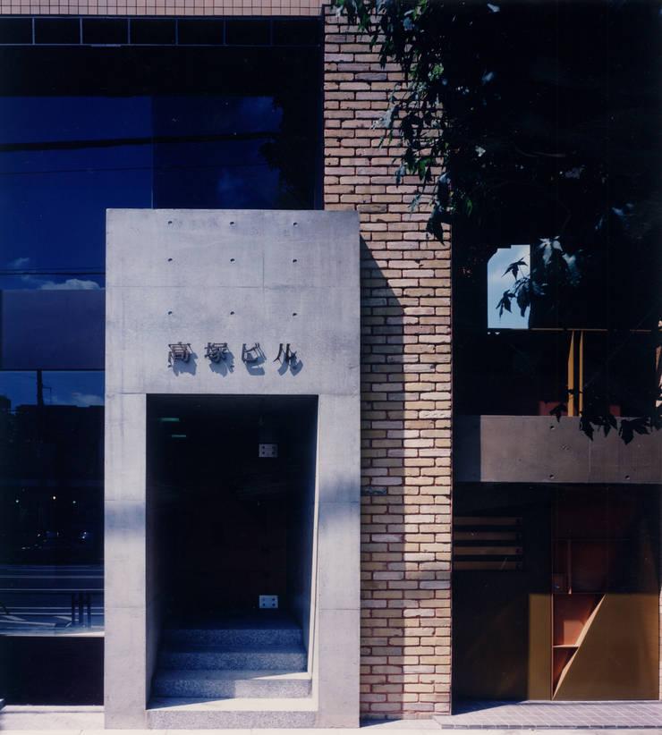 地層の表情: ユミラ建築設計室が手掛けた壁&床です。