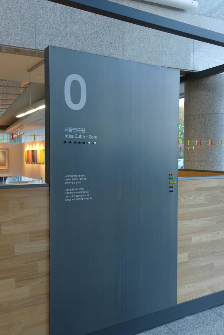 The Seoul Institute Library 2012, Seochogu, Seoul, Korea: Design Solution의  회의실,모던