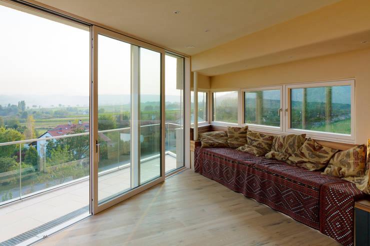 Haus GF:  Terrasse von t-hoch-n Architektur