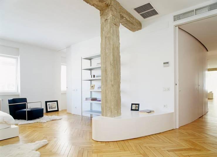 Desengaño: Dormitorios de estilo  de Maroto e Ibañez Arquitectos
