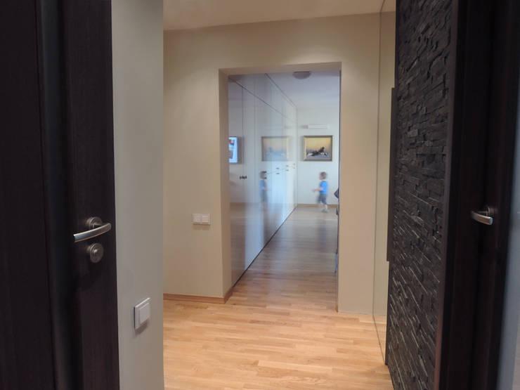 Mieszkanie prywatne Sosnowiec: styl , w kategorii Korytarz, przedpokój zaprojektowany przez Projektowanie Wnętrz Agnieszka Noworzyń,