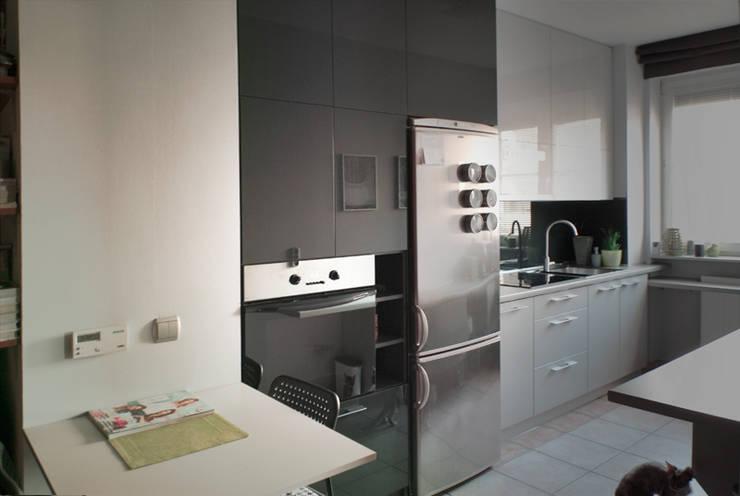 Kuchnia – mieszkanie prywatne Katowice: styl , w kategorii Kuchnia zaprojektowany przez Projektowanie Wnętrz Agnieszka Noworzyń