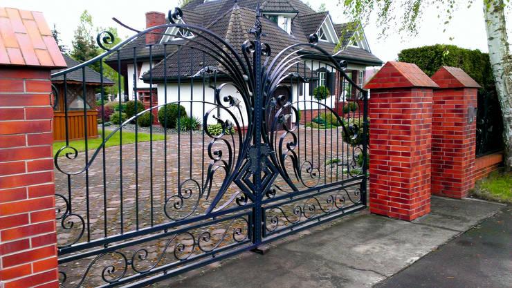 Ogrodzenia tradycyjne: styl , w kategorii Ogród zaprojektowany przez Armet