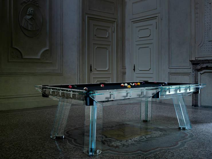 A luxury pool table: Filotto: Soggiorno in stile  di BD Collection
