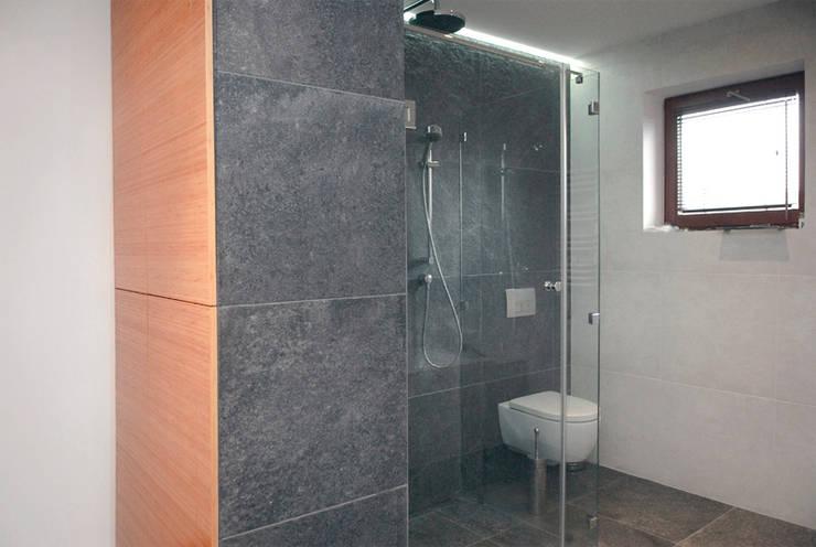 Łazienka - dom jednorodzinny Katowice: styl , w kategorii Łazienka zaprojektowany przez Projektowanie Wnętrz Agnieszka Noworzyń