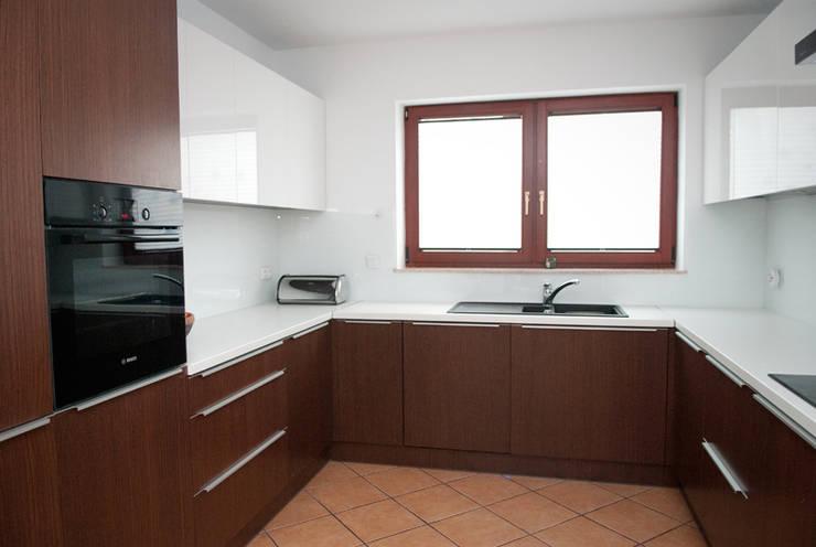 Kuchnia - dom jednorodzinny Katowice: styl , w kategorii Kuchnia zaprojektowany przez Projektowanie Wnętrz Agnieszka Noworzyń,Minimalistyczny