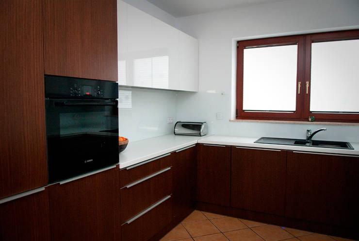 Kuchnia – dom jednorodzinny Katowice: styl , w kategorii Kuchnia zaprojektowany przez Projektowanie Wnętrz Agnieszka Noworzyń,Minimalistyczny