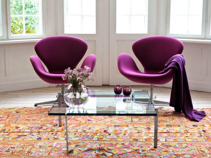 Fritz Hansen - Schwan Sessel: rustikale Wohnzimmer von Connox