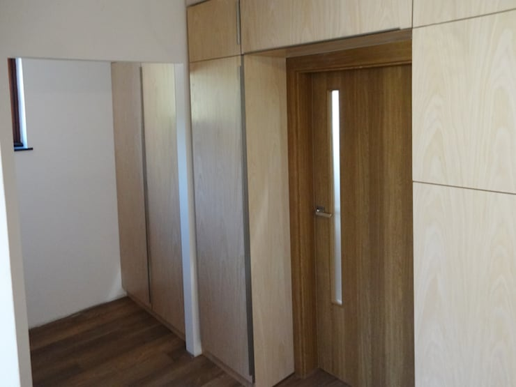 Dom jednorodzinny – Bremen: styl , w kategorii Korytarz, przedpokój zaprojektowany przez Projektowanie Wnętrz Agnieszka Noworzyń,Nowoczesny