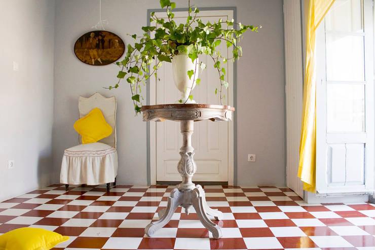 ห้องนั่งเล่น by Casa Josephine