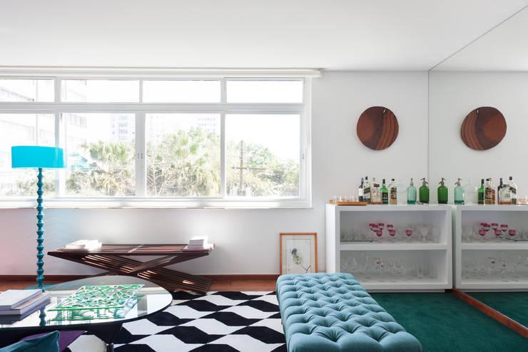 Salas de estar  por Suite Arquitetos