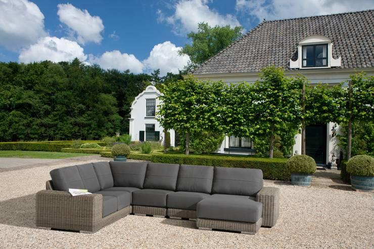 Giardino in stile in stile Moderno di 4 Seasons Outdoor UK Ltd