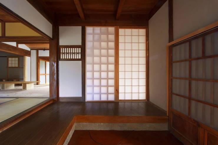 玄関(After)/photo:Tada Yuko: 田村真一建築設計事務所が手掛けたクラシックです。,クラシック