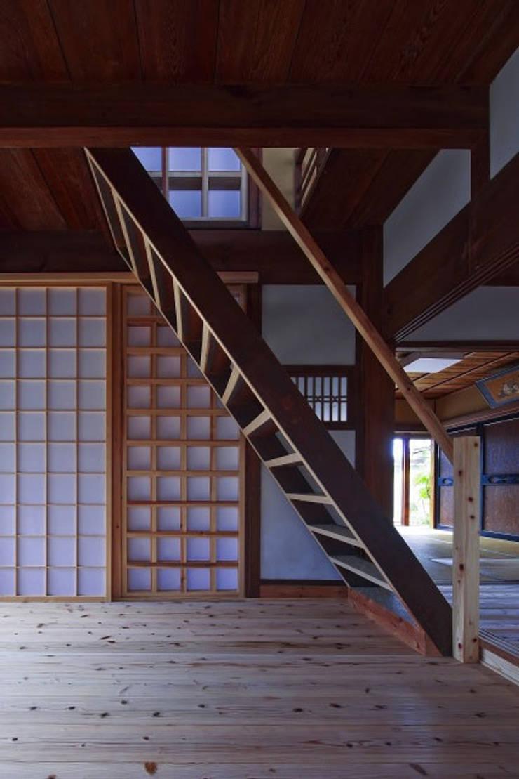 階段(After)/photo:Tada Yuko: 田村真一建築設計事務所が手掛けたクラシックです。,クラシック
