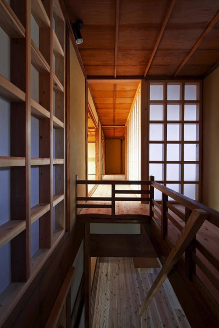2階階段・通風塔(After)/photo:Tada Yuko: 田村真一建築設計事務所が手掛けたクラシックです。,クラシック