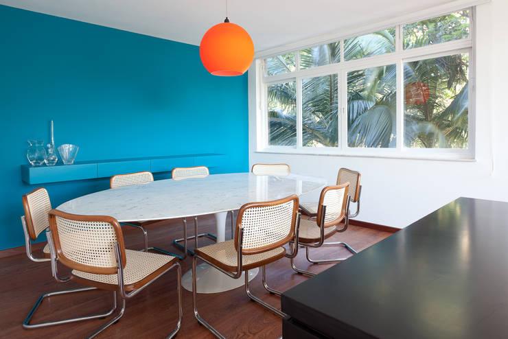 Projekty,  Jadalnia zaprojektowane przez Suite Arquitetos