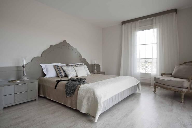 EKE Mimarlık – Çeşme Port Alaçatı:  tarz Yatak Odası