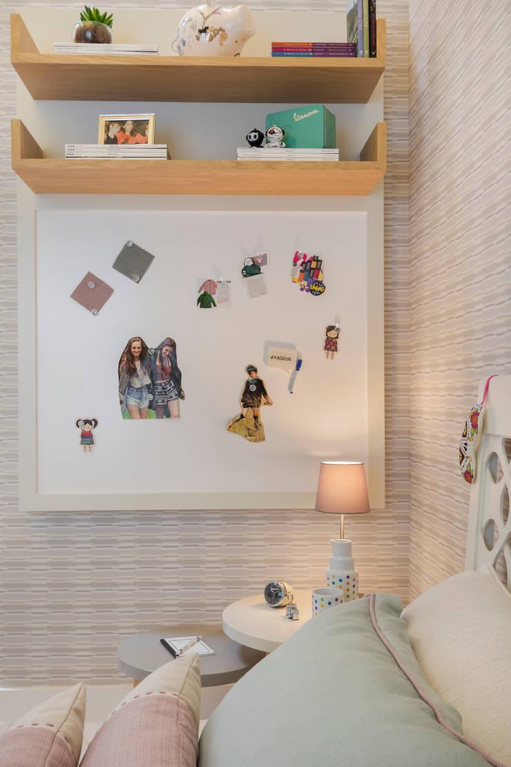 Mostra Casa Pronta 2015: Quarto infantil  por Anexo Arquitetura ,Moderno
