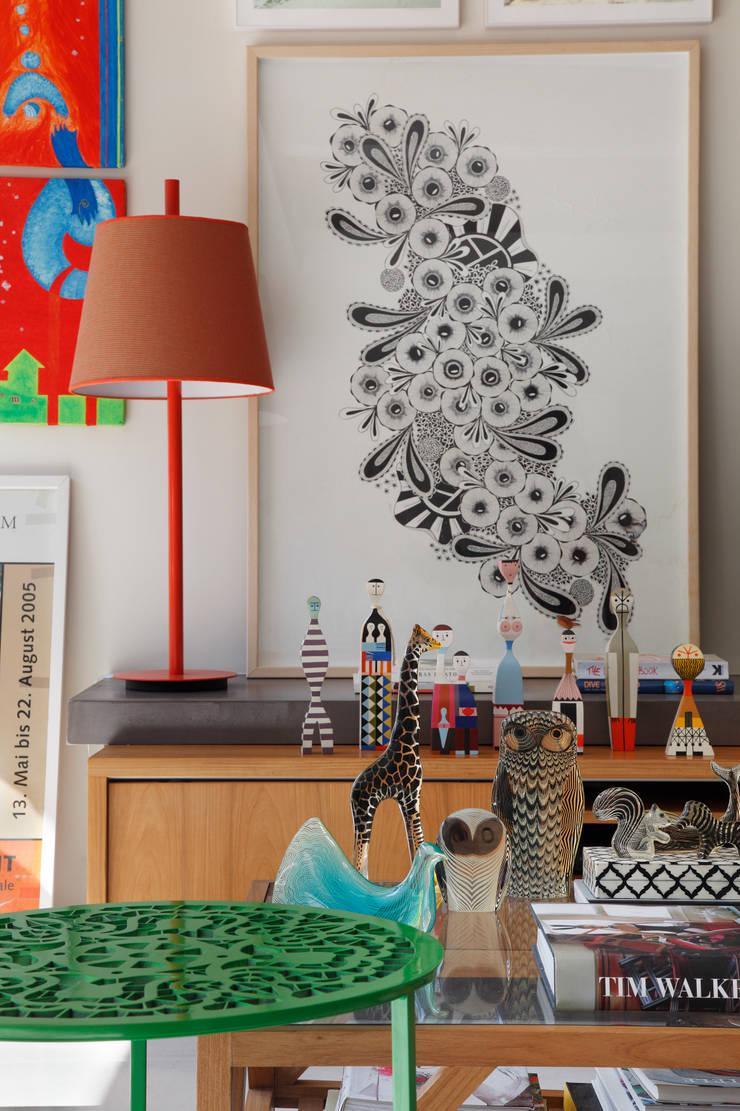 Cobertura Leblon : Salas de estar  por Escala Arquitetura