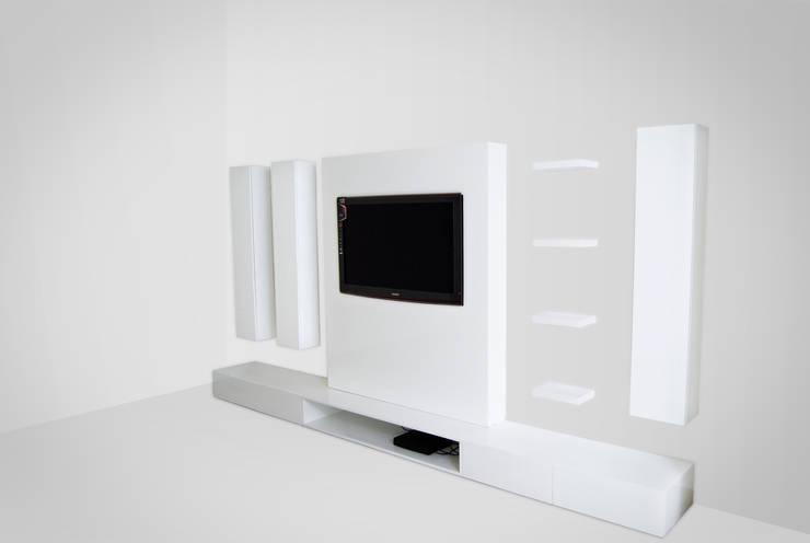 minimalistic Living room by INVITO